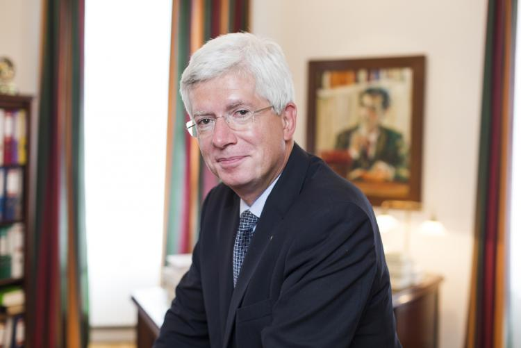Dr. Michael Frass