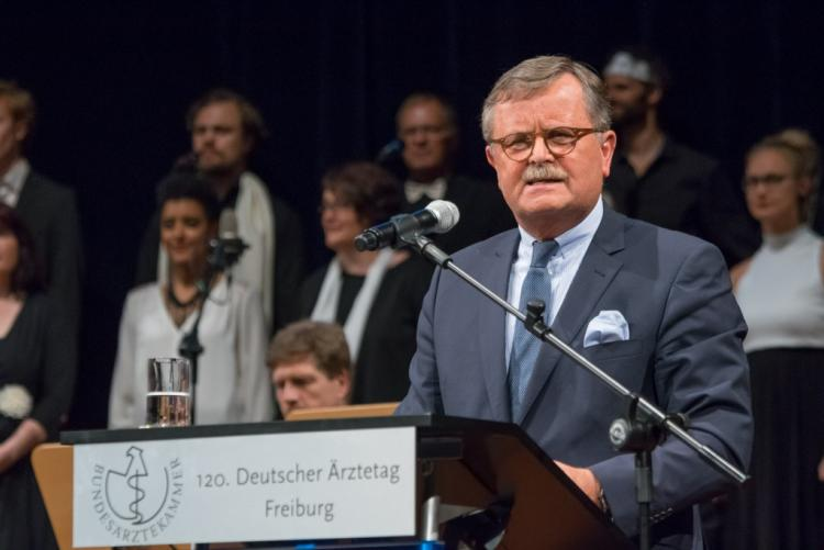 Prof. Dr. med. Frank Ulrich Montgomery Deutscher Ärztetag, 2018. május, Erfurt Forrás: http://www.bundesaerztekammer.de/aerztetag/
