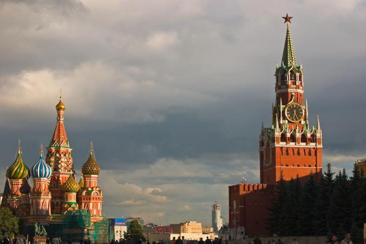Szent Bazil-székesegyházés aKremlSzpasszkaja-tornya, aVörös téren, Moszkvában - Fotó: Dmitrij Azovcsev http://www.daphoto.info