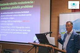 dr. Peter Fischer (Londoni Királyi Integrált Orvostudományi Kórház kutatási igazgatója)